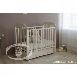 Детская кроватка Красная звезда Виталина С 853 Можга (поперечный маятник + закрытый ящик)